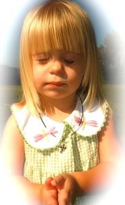 little-girl-praying-624x1024